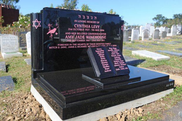 image of amy winehouse celebrity gravestone